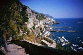 Característico poblado mediterráneo, Amalfi vive a un ritmo relajado, cuando no es invadido por turistas