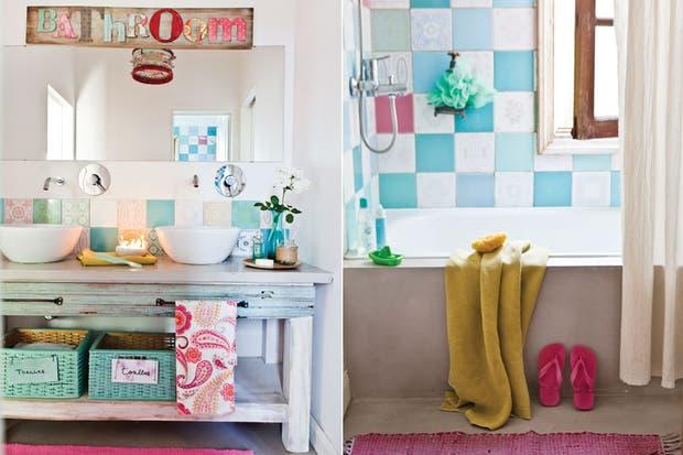 Imagenes Baños Femeninos:Azulejos antiguos, un mueble patinado y canastos pintados, todo en