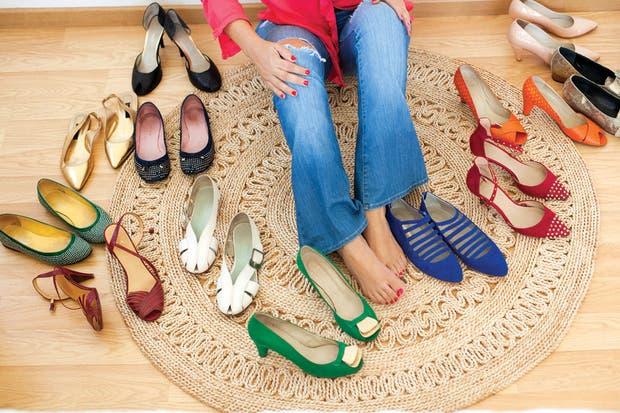 Así como le gustan las cosas bellas en decoración, tiene una fascinación por los zapatos, sus colores y diseños.. Foto: Gustavo Sancricca. Producción de Yamila Bortnik.