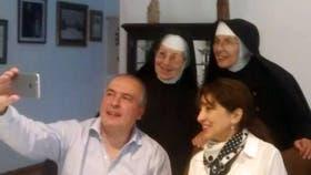Las religiosas del convento, con López y su esposa, María Amalia Díaz