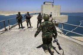 Las fuerzas kurdas vigilan la represa de Mosul, al norte de Irak