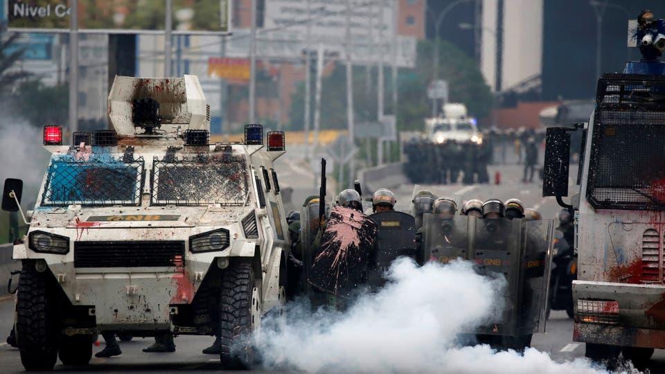 Los enfrentamientos duraron varias horas. Foto: Reuters / Carlos Garcia Rawlins
