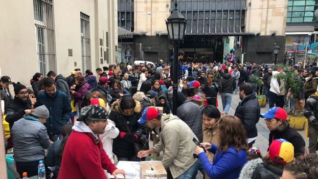 Cinco expresidentes latinoamericanos llegan a Venezuela para observar referendo opositor