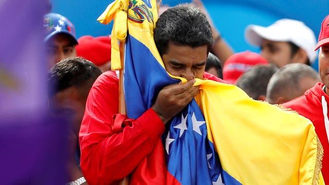 """Nicolás Maduro fue el primero en votar: """"En Venezuela mandamos los venezolanos"""""""