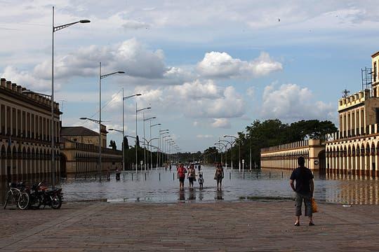 La crecida del río Luján superó los 5 metros y el agua estuvo cerca de ingresar a la Basílica. Foto: LA NACION / Ezequiel Muñoz