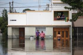 Franco Miguel evacuó a su mujer e hijos y se quedó a cuidar su casa con su hermano y su primo