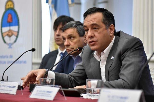 El ministro de Educación, Alejandro Finocchiaro, pidió acortar las carreras