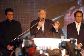 En 2009, Néstor Kirchner asumió su derrota escoltado por Sergio Massa