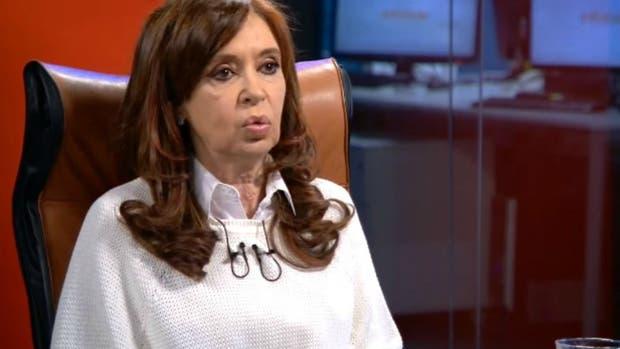 Cristina Kirchner brinda una entrevista a Víctor Hugo Morales