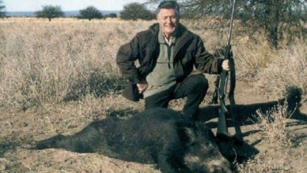 La imagen publicada de Lucho Avilés junto a un animal muerto