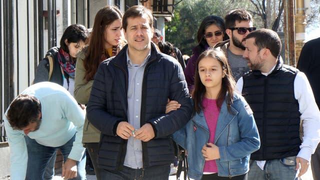 Mariano Recalde fue a votar acomañado de su familia
