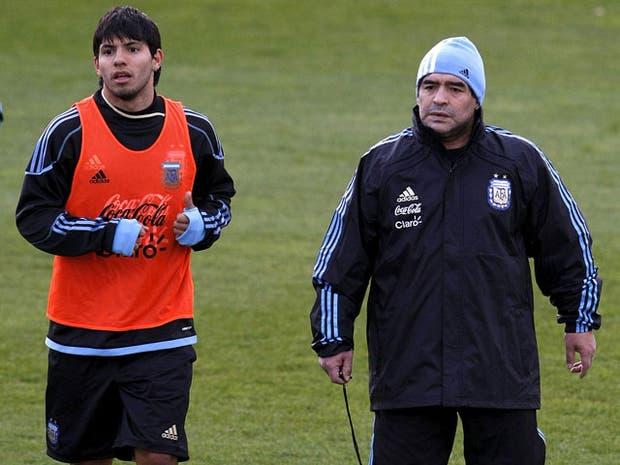 Otros tiempos: Diego y el Kun en el entrenamiento de la selección
