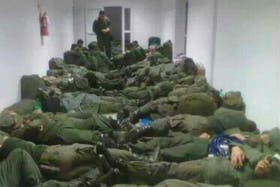 Denuncian que viven en malas condiciones los gendarmes enviados al conurbano