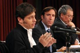 El viceministro, Axel Kicillof, seguido por el ministro, Hernán Lorenzino