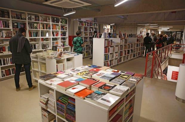 La librería del Fondo de Cultura Económica incluye un centro cultural