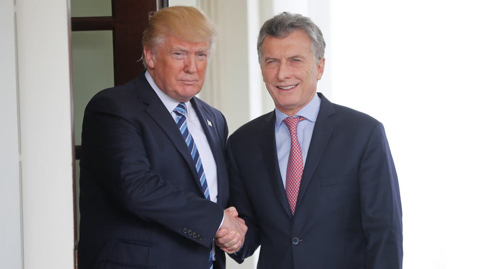Mauricio Macri y Donald Trump se despiden en la Casa Blanca. Foto: AP / Pablo Martinez Monsivais