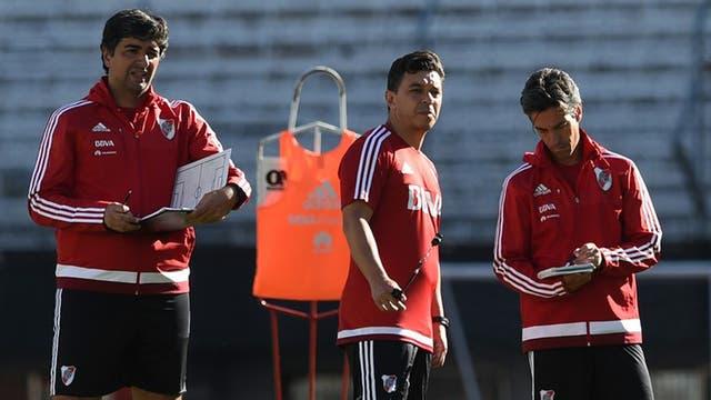 Marcelo Gallardo con el cuerpo tecnico