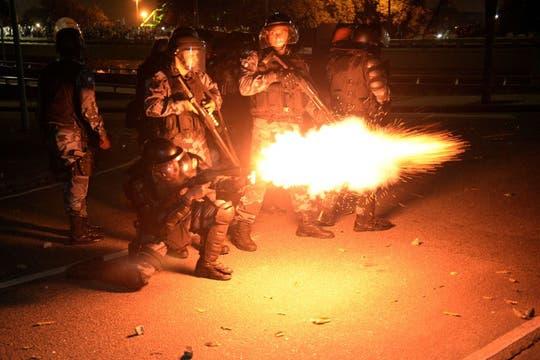 Las fuerzas de seguridad brasileñas utilizaron armas de fuego para reducir la protesta. Foto: AFP