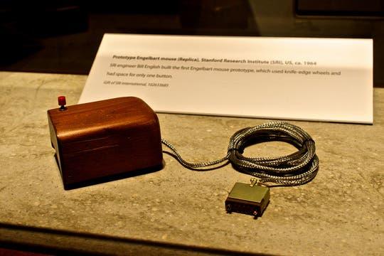 Una réplica del mouse de madera desarrollado por Engelbart en 1968. Foto: Gentileza Flickr / bradmontgomery