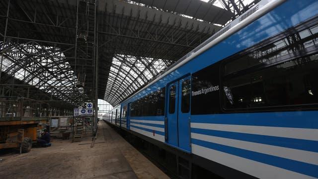 Cada día pasan por esta cabecera de la línea Mitre unos 60.000 pasajeros. Foto: LA NACION / Daniel Jayo