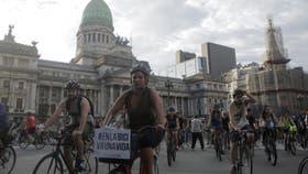 Centenares de ciclistas marcharon para pedir más protección