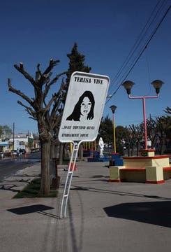 Cartel que recuerda a Teresa Rodriguez. Foto: LA NACION / Santiago Hafford