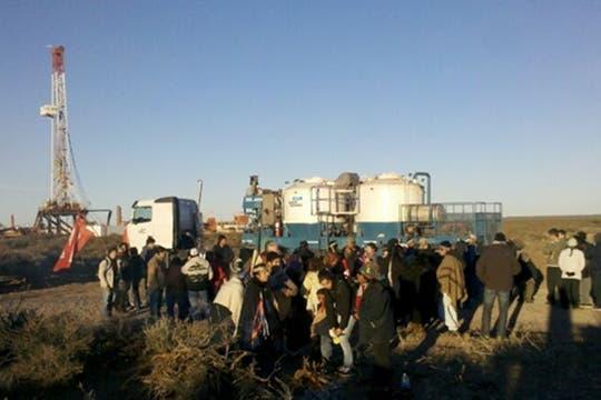 Protesta mapuche en Vaca Muerta, a horas del acuerdo entre YPF y Chevron. Foto: gentileza 8300web
