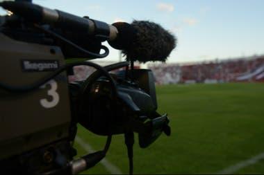 La televisión es fuente de grandes ingresos para el fútbol nacional, y también de desencuentros.