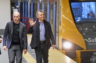 Mauricio Macri junto a Larreta, hoy, durante la inauguración de la nueva estación de la línea H