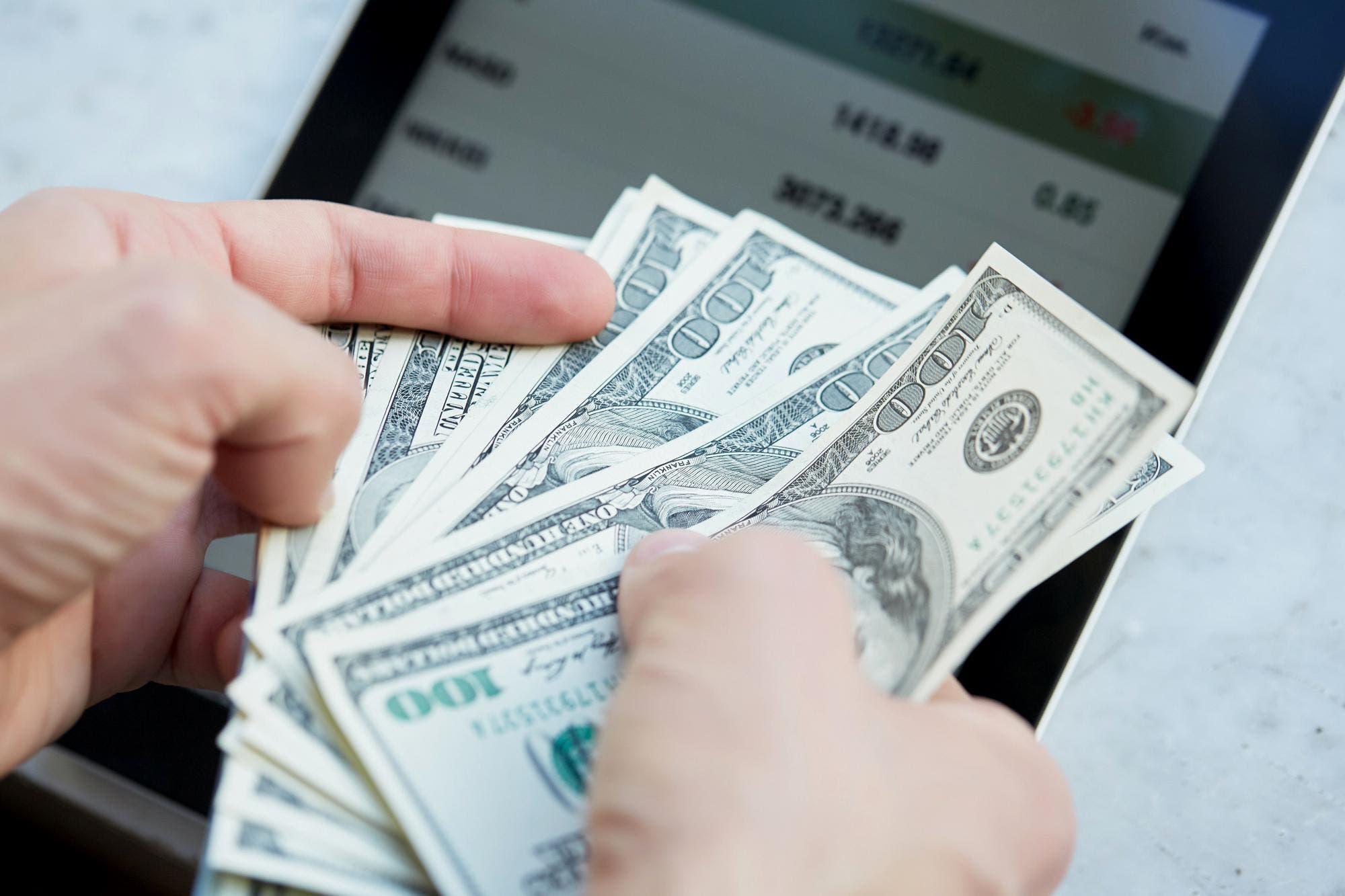 El pago de aguinaldos, otro factor que presiona el dólar a la baja