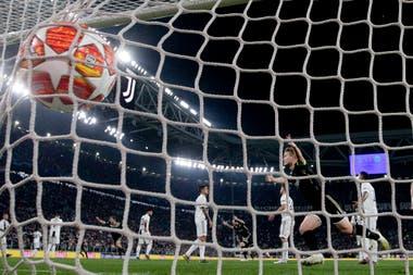 Matthijis De Ligt festeja el segundo gol del Ajax