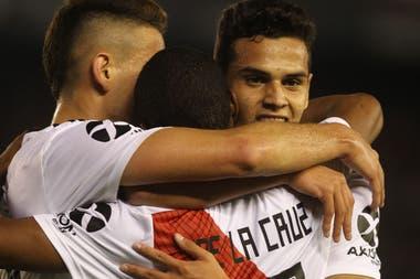 Borré, De la Cruz, Ferreira: cinco de los seis goles de River, en la misma foto.