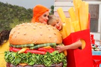 Taylor Swift y Katy Perry oficializan su buena relación en el video de You need to calm down