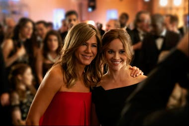 Jennifer Aniston y Reese Witherspoon en The Morning Show, serie original de Apple TV+