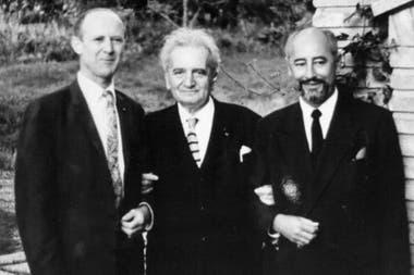 Theodore von Kármán (centro) fue uno de los pioneros de las investigaciones para el desarrollo de la aviación