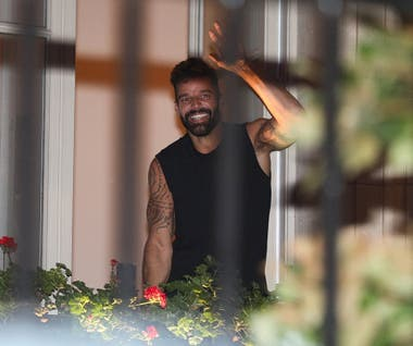 Como ocurre cada vez que llega a Buenos Aires, los fanáticos de Ricky Martin enloquecen con su presencia
