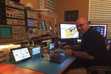 Jorge Amodio en su casa en Texas
