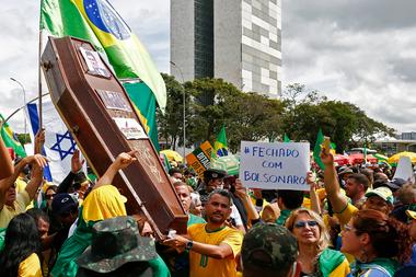 Seguidores de Bolsonaro manifiestan en Brasilia sin ninguna protección