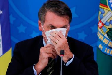 Jair Bolsonaro, presidente de Brasil, dio positivo de Covid-19; el país acumula una caída del 6% entre enero y mayo de 2020