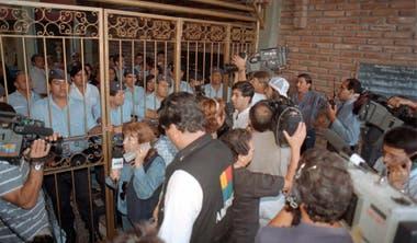 Los medios fueron impedidos a entrar a la sala de audiencias después del escandaloso gesto entre los jueces
