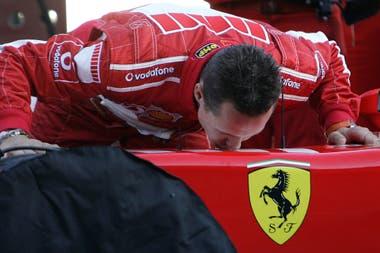 Schumi es el piloto más exitoso de los 70 años de historia de Ferrari en la Fórmula 1; desde diciembre de 2013 está convaleciente de un accidente de esquí y no se lo ha visto públicamente.