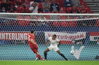 Robert Lewandowski había convertido e iniciaba su festejo, pero el gol fue anulado por el VAR