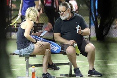 Los actores se quedaron conversando un rato después de jugar al tenis