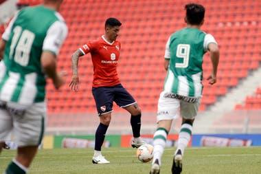 Independiente jugó dos amistosos en su estadio con Bandfield y perdió ambos; en escena, Pablo Hernández.