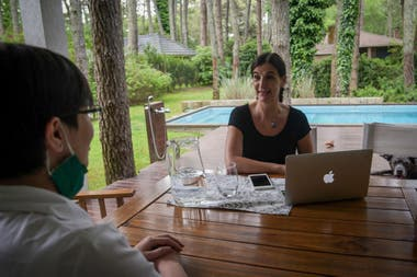 Marcela Melián Lafinur se dedica la negocio inmobiliario y ya se instaló en Cariló, donde pasará todo el verano