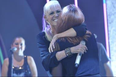Un abrazo muy emotivo entre Valeria y Tais