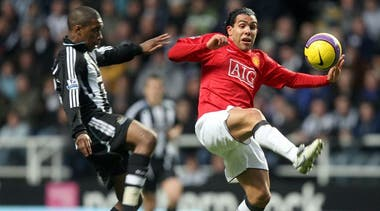 Carlos Tevez jugó en Manchester United entre 2007 y 2009. Se fue enemistado con el entrenador Sir Alex Ferguson