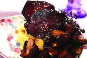 Puré azafranado con remolachas asadas y hongos
