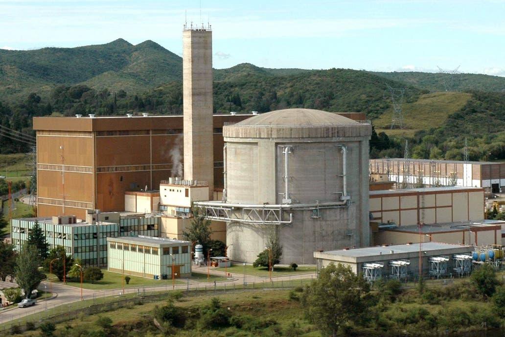 Las autoridades de Nucleoeléctrica Argentina advierten sobre los problemas financieros de la firma estatal; los gremios temen despidos y lanzaron una protesta