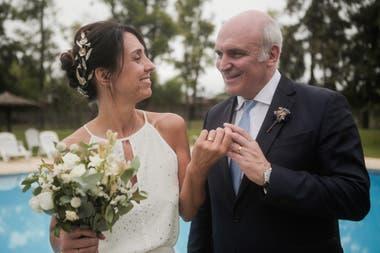 0269d54ee9 La romántica boda del economista y candidato a presidente José Luis ...